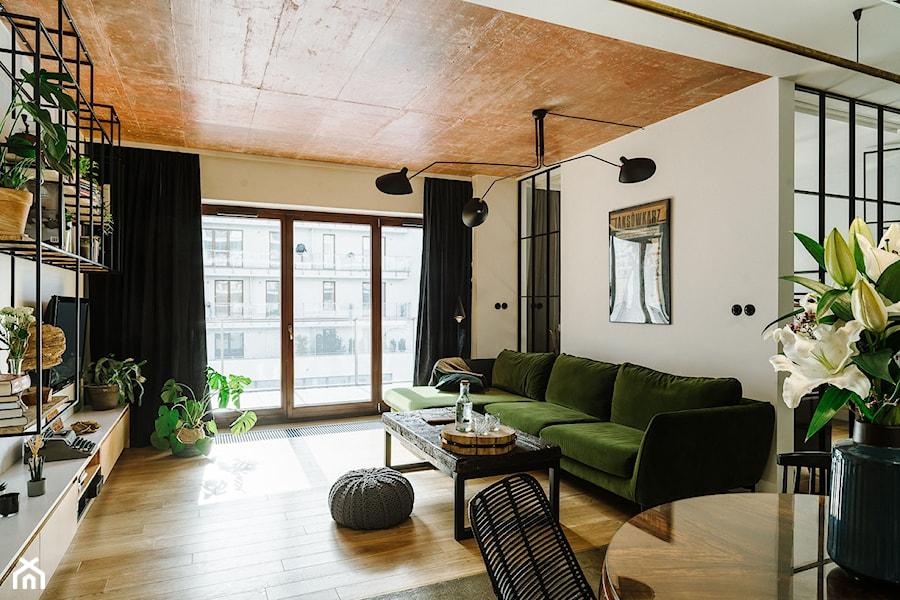 sofa z zielonego weluru