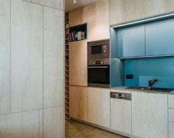 Mieszkanie na Sielcach - Mała otwarta niebieska kuchnia jednorzędowa - zdjęcie od Mili Młodzi Ludzie