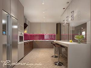 The trend of minimalist home design and decoration seems to never fade away. - Duża zamknięta szara fioletowa kuchnia w kształcie litery l z oknem - zdjęcie od tz_interior