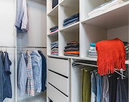 Projekt PasteLove - Mała zamknięta garderoba oddzielne pomieszczenie - zdjęcie od DD PROJEKT