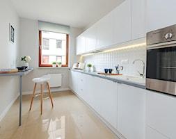 Obrzeźna FLIP - Średnia zamknięta szara kuchnia jednorzędowa, styl nowoczesny - zdjęcie od Fotownętrza - Homebook