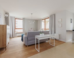 Obrzeźna FLIP - Średni szary salon z tarasem / balkonem, styl skandynawski - zdjęcie od Fotownętrza - Homebook