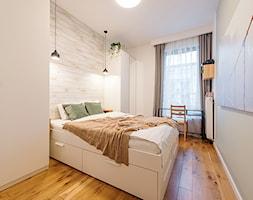 Apartament w Wilanowie - Średnia biała szara sypialnia małżeńska, styl skandynawski - zdjęcie od Fotownętrza - Homebook