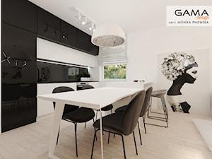Lubimy takie projekty - Mała otwarta biała czarna kuchnia w kształcie litery u w aneksie z oknem, styl nowoczesny - zdjęcie od Gama Design