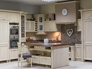 Kuchnia wykonana ręcznie z litego drewna - zdjęcie od domatum.pl