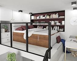 Apartament eklektyczny MINIMAXY - Mała biała sypialnia małżeńska na antresoli, styl eklektyczny - zdjęcie od M2 Architektura Marta Szolczewska - Homebook
