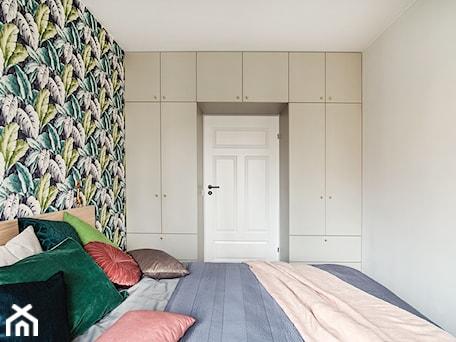 Aranżacje wnętrz - Sypialnia: Sypialnia z szafą na zamówienie - CudnieBosko. Przeglądaj, dodawaj i zapisuj najlepsze zdjęcia, pomysły i inspiracje designerskie. W bazie mamy już prawie milion fotografii!