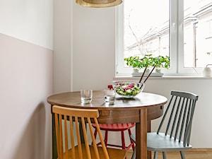 Stół z lat 50. w kuchni - zdjęcie od CudnieBosko