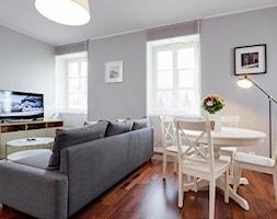 Mały szary salon z jadalnią, styl tradycyjny - zdjęcie od Teresa Switkiewicz Fotografia wnetrz