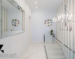 I WSZYSTKO JASNE - Średni hol / przedpokój, styl włoski - zdjęcie od Przestrzen Pracownia architektury wnetrz Krystyna Sabada