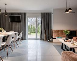 W OBJĘCIACH KLIMATU - Duży szary salon z jadalnią, styl skandynawski - zdjęcie od Przestrzen Pracownia architektury wnetrz Krystyna Sabada