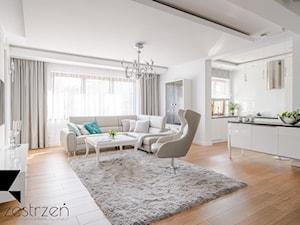 I WSZYSTKO JASNE - Duży biały salon z barkiem z kuchnią, styl włoski - zdjęcie od Przestrzen Pracownia architektury wnetrz Krystyna Sabada
