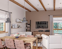 Rustykalne Mazury - Średni szary brązowy salon z jadalnią, styl rustykalny - zdjęcie od Zoom Architects