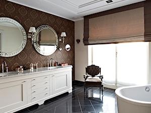 Dom w Wilanowie w nowej odsłonie - Średnia beżowa brązowa łazienka w domu jednorodzinnym z oknem, styl nowojorski - zdjęcie od BBHome