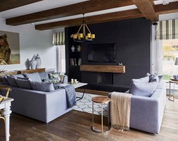 Dom na Mazurach - Duży beżowy czarny salon z jadalnią, styl eklektyczny - zdjęcie od BBHome
