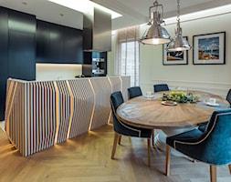Mieszkanie w Trójmieście - Duża otwarta biała jadalnia jako osobne pomieszczenie, styl nowojorski - zdjęcie od BBHome