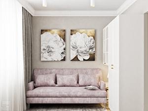Neoklasyk Pod Krakowem - Małe beżowe białe biuro kącik do pracy w pokoju, styl glamour - zdjęcie od LINEUP STUDIO