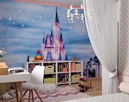 Ukraina / Biała Cerkiew - 2-poziomowe mieszkanie w stylu minimalistycznym - Mały biały różowy kolorowy pokój dziecka dla dziewczynki dla ucznia dla malucha, styl tradycyjny - zdjęcie od ABD Projects