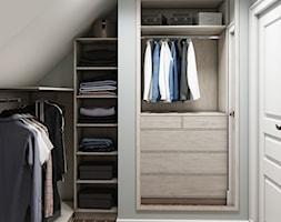 Sztum - projekt domu jednorodzinnego w stylu klasycznym - Mała zamknięta garderoba na poddaszu oddzielne pomieszczenie, styl eklektyczny - zdjęcie od ABD Projects