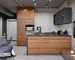 Ukraina / Kijów- 2-pokojowe mieszkanie w stylu industrialnym - Średnia otwarta biała szara kuchnia ... - zdjęcie od ABD Projects - Homebook