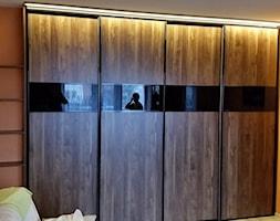 szafa z drzwiami przesuwnymi - zdjęcie od szafyTu