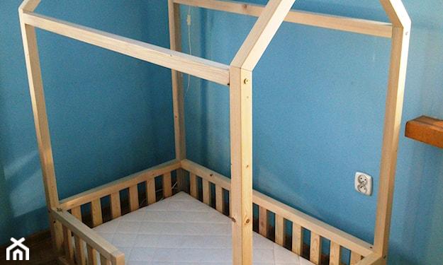 łóżko domek z barierkami niskie
