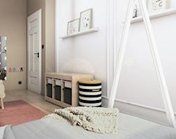 MIESZKANIE II - Mały biały różowy brązowy pokój dziecka dla dziewczynki dla malucha - zdjęcie od START DESIGN