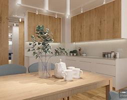 Z niebieskim akcentem - Średnia otwarta szara kuchnia w kształcie litery l, styl nowoczesny - zdjęcie od MOOKA Studio