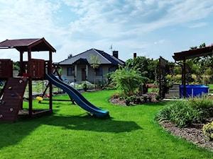 Ogród w stylu klasycznym - Średni ogród za domem - zdjęcie od Czas na zielen
