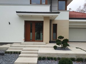 Ogród minimalistyczny - Średni ogród przed domem zadaszony przedłużeniem dachu, styl nowoczesny - zdjęcie od Czas na zielen