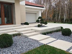 Ogród minimalistyczny - Średni ogród przed domem, styl nowoczesny - zdjęcie od Czas na zielen