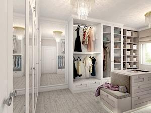 Duża zamknięta garderoba z oknem oddzielne pomieszczenie, styl glamour - zdjęcie od kameleonczestochowa