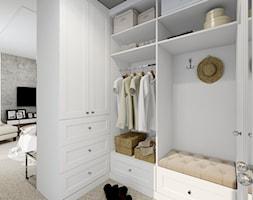 Mała otwarta garderoba, styl nowojorski - zdjęcie od kameleonczestochowa