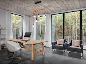 Nowoczesny dom - Duże białe biuro pracownia w pokoju, styl industrialny - zdjęcie od Mikołaj Dąbrowski