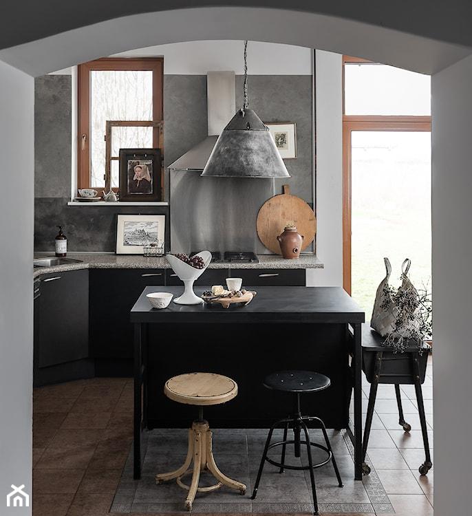 kuchnia z betonem, kuchnia z wyspą, szara kuchnia
