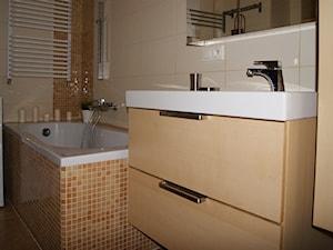 MIESZKANIE W ŚREMIE - Mała szara łazienka w bloku w domu jednorodzinnym bez okna, styl nowoczesny - zdjęcie od aCh studio