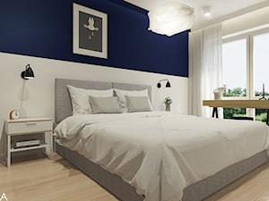 Projekt mieszkania w Rzeszowie, 65 m2 - Średnia biała niebieska sypialnia małżeńska z balkonem / tarasem, styl nowoczesny - zdjęcie od TIKA DESIGN