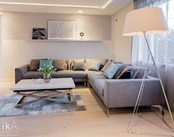 Aranżacja parteru domu jednorodzinnego. - Średni beżowy salon, styl nowoczesny - zdjęcie od TIKA DESIGN - Homebook