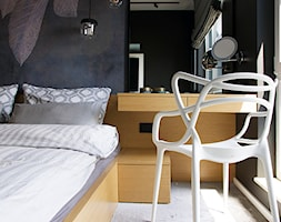 APARTAMENT M. W KRAKOWIE - Mała czarna sypialnia małżeńska, styl nowoczesny - zdjęcie od TIKA DESIGN