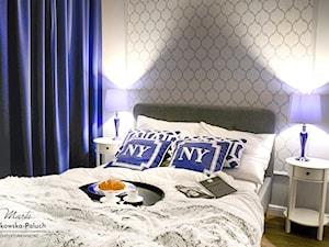 """""""New Jork, New Jork..."""" - Mała szara sypialnia małżeńska, styl nowojorski - zdjęcie od Architektura Wnętrz Marta Piórkowska-Paluch"""