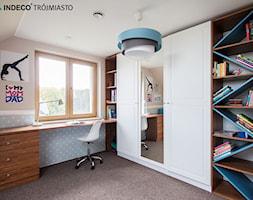 Średni biały niebieski pomarańczowy pokój dziecka dla ucznia dla malucha - zdjęcie od indeco_trójmiasto