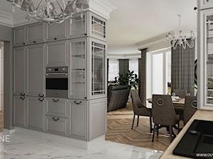 Dom jednorodzinny w stylu klasycznym - Duża otwarta szara kuchnia jednorzędowa z oknem, styl klasyczny - zdjęcie od Outline of Design