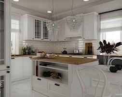 Białe kuchnie w stylu klasycznym - Duża otwarta biała kuchnia w kształcie litery u z wyspą z oknem, styl klasyczny - zdjęcie od Outline of Design