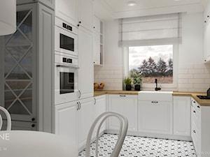 Białe kuchnie w stylu klasycznym - Mała otwarta szara kuchnia w kształcie litery u z oknem, styl klasyczny - zdjęcie od Outline of Design