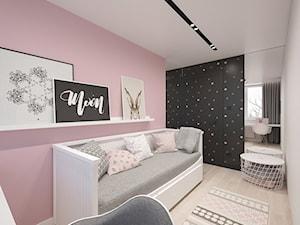 KRAKÓW, BOHATERÓW WRZEŚNIA - MIESZKANIE - Mały biały różowy czarny pokój dziecka dla dziewczynki dla ucznia dla nastolatka, styl minimalistyczny - zdjęcie od MIRAI STUDIO