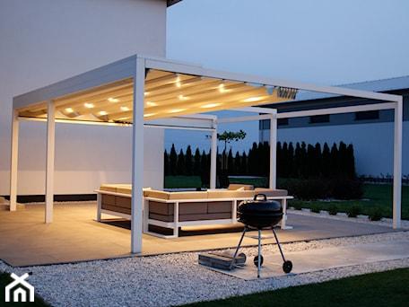 Aranżacje wnętrz - Taras: Tarasola Flat - Duży taras z tyłu domu, styl nowoczesny - Tarasola. Przeglądaj, dodawaj i zapisuj najlepsze zdjęcia, pomysły i inspiracje designerskie. W bazie mamy już prawie milion fotografii!