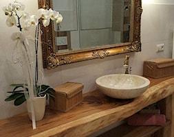 Mała szara łazienka w bloku w domu jednorodzinnym bez okna, styl kolonialny - zdjęcie od Strefa Livingu