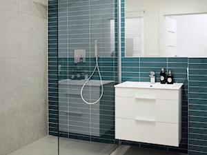 Mała niebieska szara łazienka w bloku w domu jednorodzinnym bez okna, styl nowoczesny - zdjęcie od Natalia Klim-Matuszewska