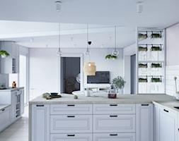 Kuchnia marzeń - Średnia otwarta biała różowa kuchnia w kształcie litery l w aneksie z oknem, styl skandynawski - zdjęcie od StudioDobryPomysł