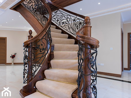 Aranżacje wnętrz - Schody: Schody drewniane - orzech amerykański - Schody, styl tradycyjny - ZPD KAMI schody drewniane. Przeglądaj, dodawaj i zapisuj najlepsze zdjęcia, pomysły i inspiracje designerskie. W bazie mamy już prawie milion fotografii!